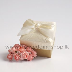 white-floral-wedding-cake-box